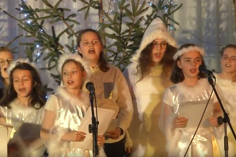 Dziesitki mczyzn o niebieskich oczach w Boguszowie na