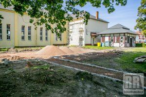 """Trwa budowa """"Ekopostojowni"""" w Krzeszowie"""