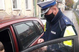 Kamiennogórscy policjanciprzypominają o obowiązku zakrywania nosa i ust
