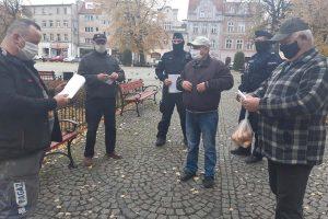 Policjanci uświadamiają seniorów