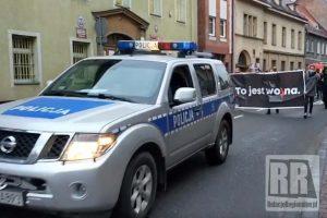 Policjanci zabezpieczali protest w Kamiennej Górze