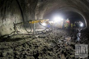 Tunel przecinający pasmo Gór Wałbrzyskich i Kaczawskich jest coraz dłuższy
