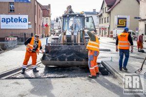 Trwa układanie ostatniej warstwy asfaltu