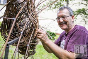 Wikliniarze tworzą formy przestrzenne w Krzeszowie
