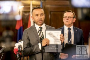 Rozpoczęto procedurę referendalną w sprawie odwołania rady powiatu kamiennogórskiego