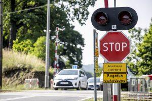 UWAGA!!! Na przejeździe kolejowym w Marciszowie USTAWIONO ZNAK STOP!!!